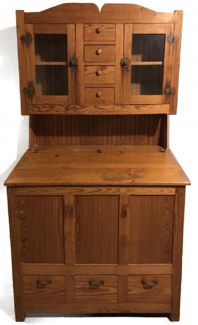 AN EARLY TO MID 20TH C YELLOW PINE KITCHEN CABINET