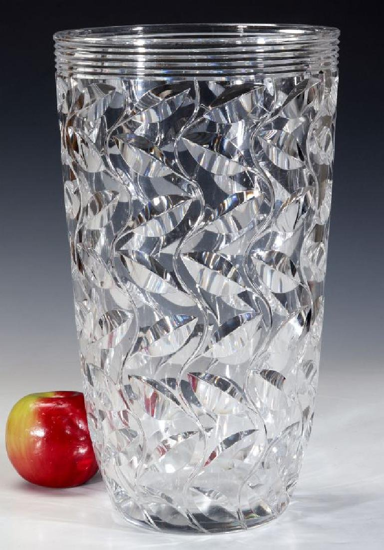 A LARGE FRENCH ART DECO CUT CRYSTAL VASE - 6