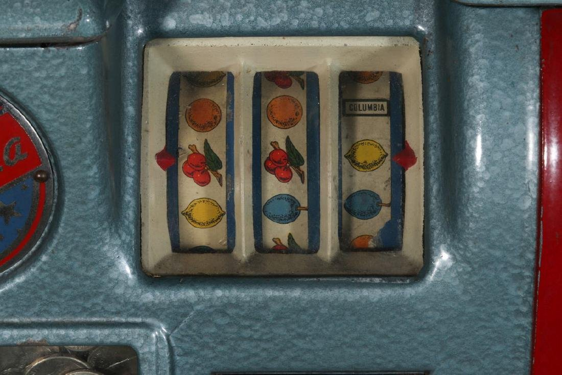 A 5-CENT COLUMBIA COUNTER TOP SLOT MACHINE - 3