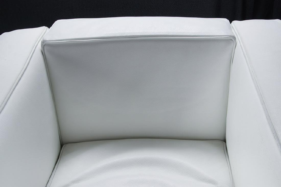 A CONTEMPORARY 'CASSINA' LC3 LEATHER ARM CHAIR - 2