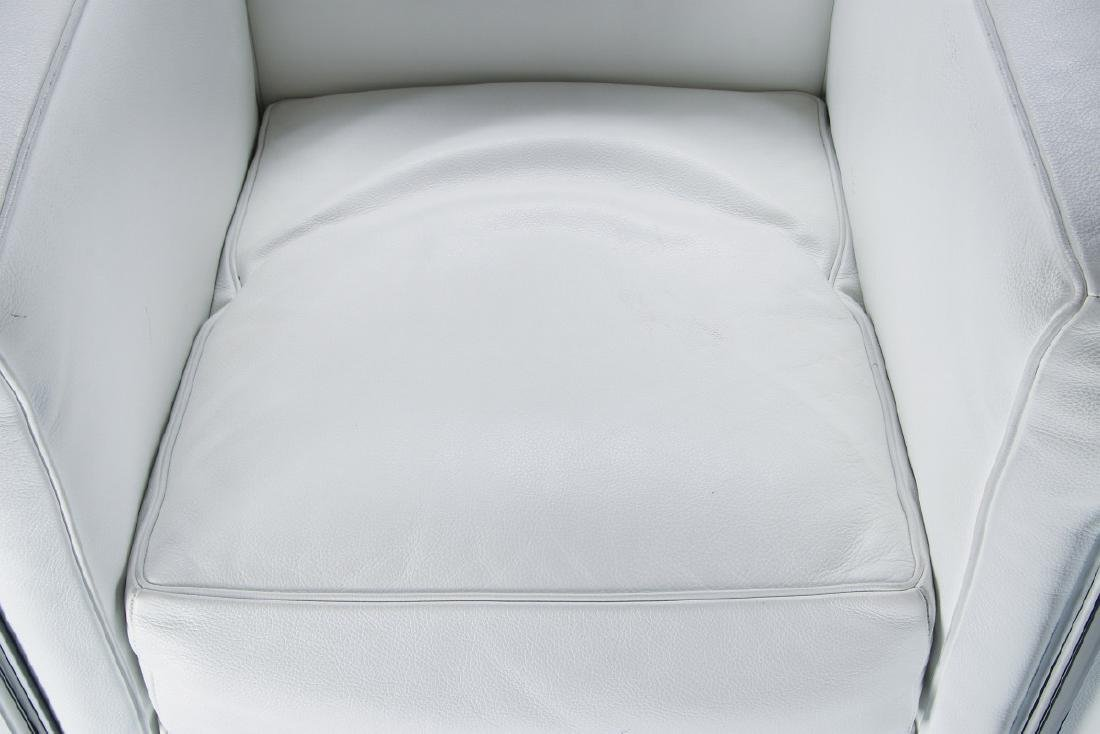 A CONTEMPORARY 'CASSINA' LC3 LEATHER ARM CHAIR - 3