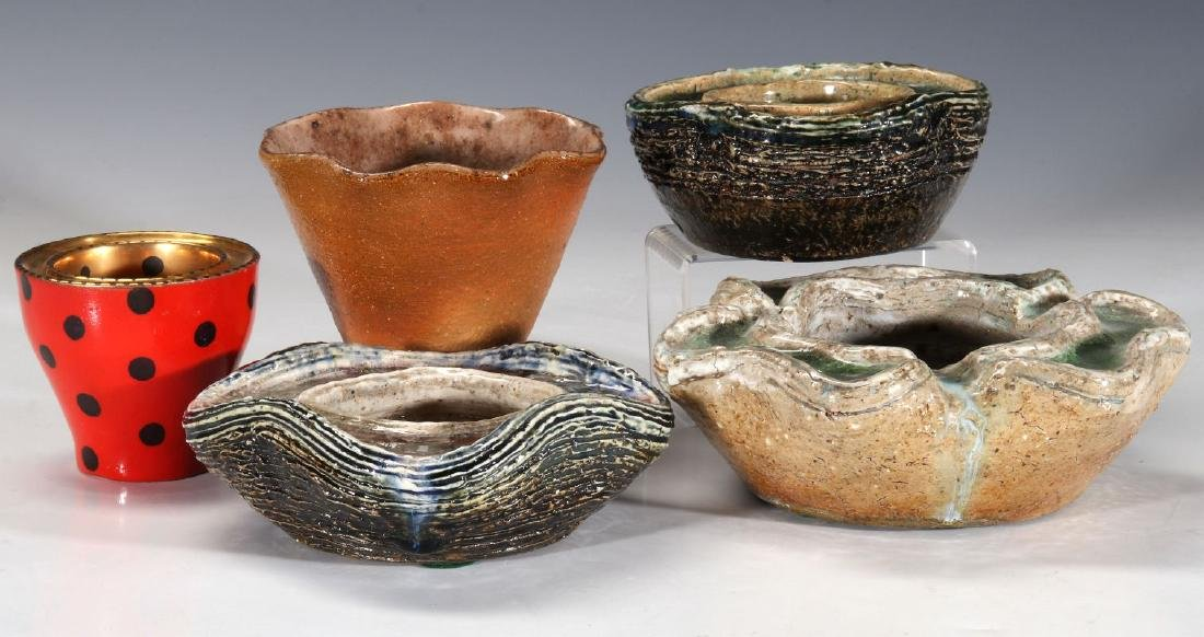 A COLLECTION OF WAYLANDE GREGORY POTTERY PIECES - 8