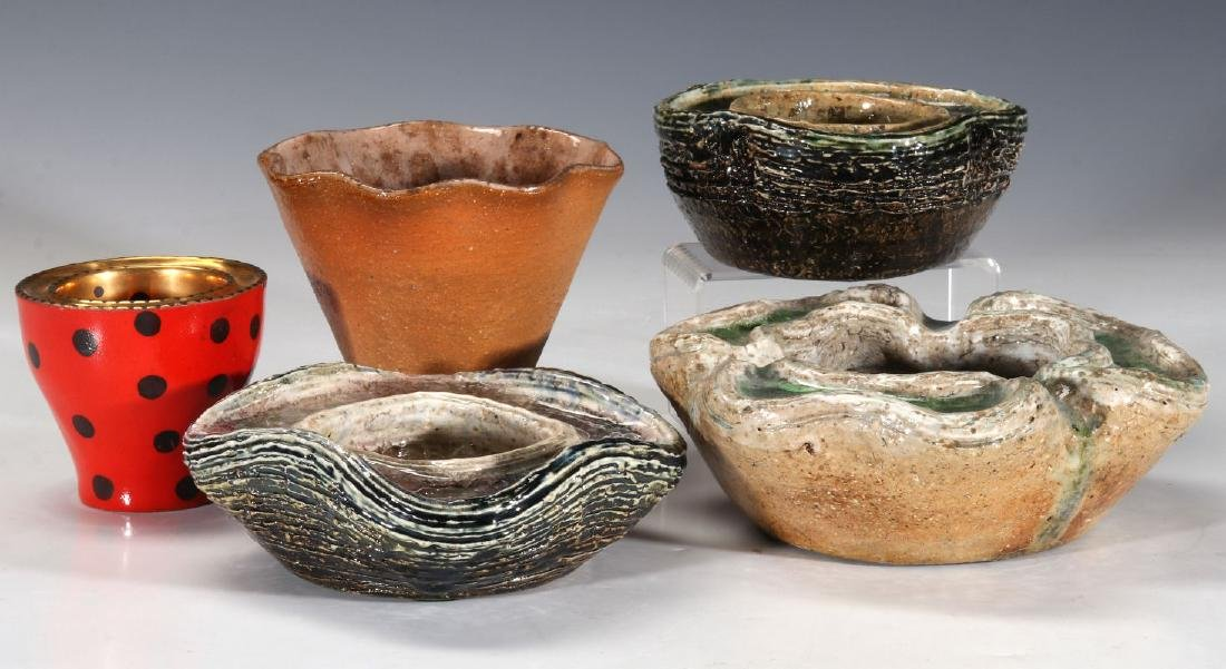 A COLLECTION OF WAYLANDE GREGORY POTTERY PIECES - 9