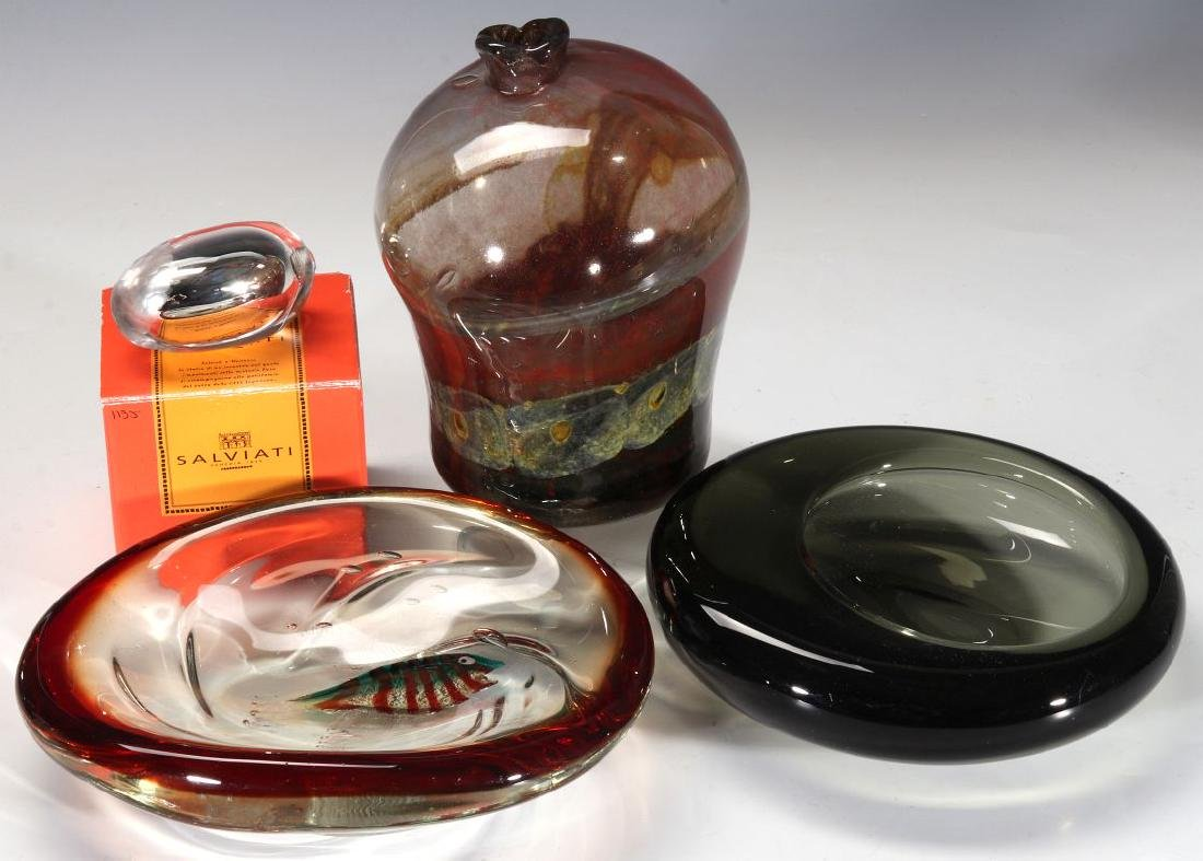 A COLLECTION OF MID TO LATE 20TH CENTURY ART GLASS