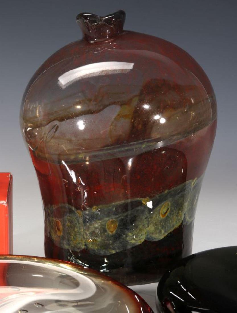 A COLLECTION OF MID TO LATE 20TH CENTURY ART GLASS - 4