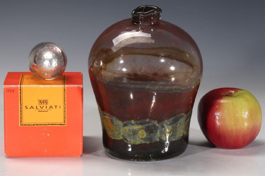 A COLLECTION OF MID TO LATE 20TH CENTURY ART GLASS - 9