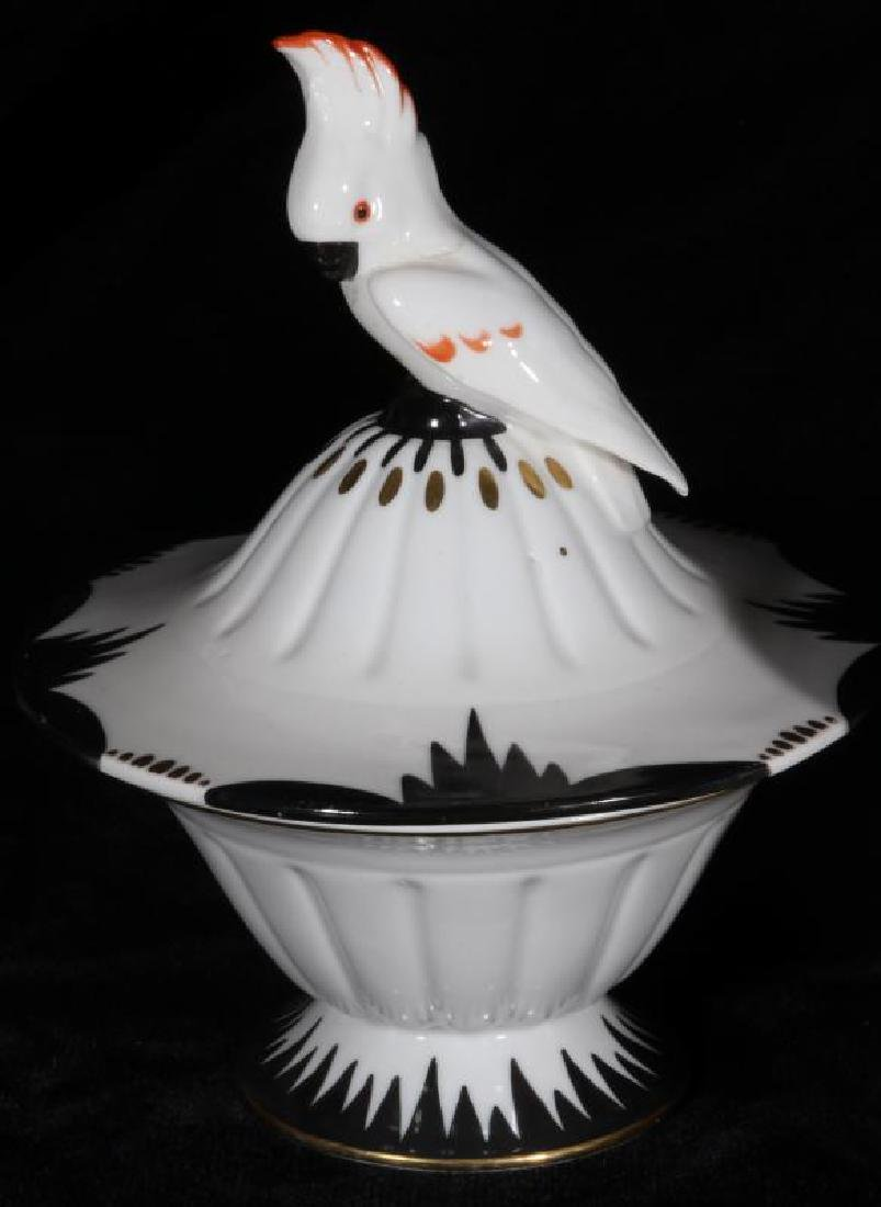 A COLLECTION OF 20TH C MODERN CONTINENTAL CERAMICS - 2