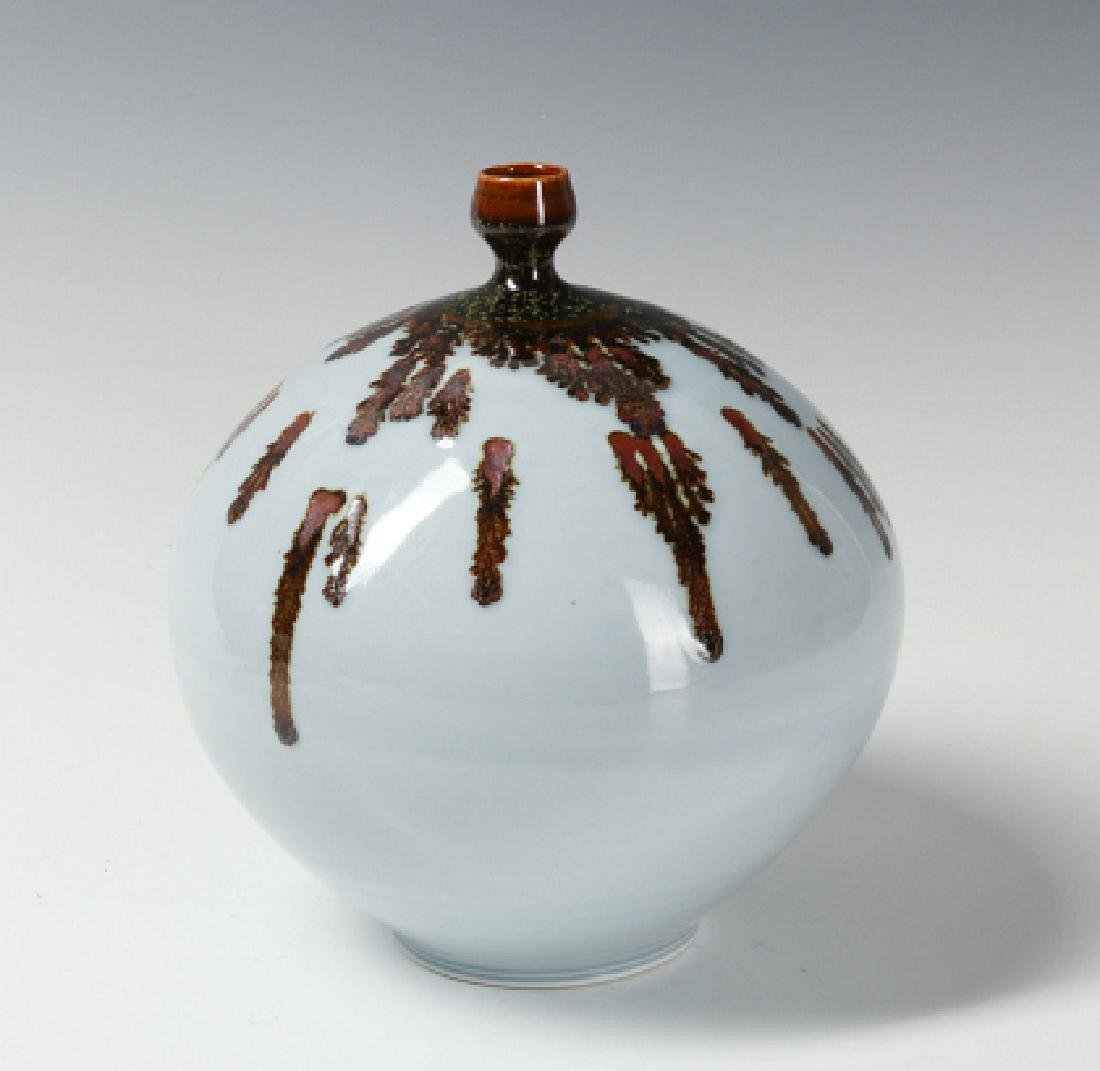 A TOM TURNER STUDIO PORCELAIN VASE - 3
