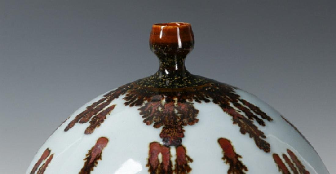 A TOM TURNER STUDIO PORCELAIN VASE - 4