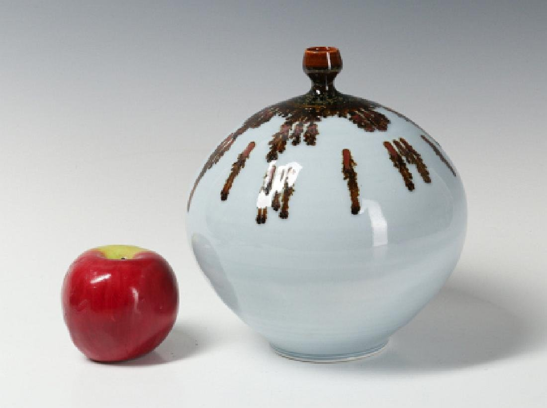 A TOM TURNER STUDIO PORCELAIN VASE - 5
