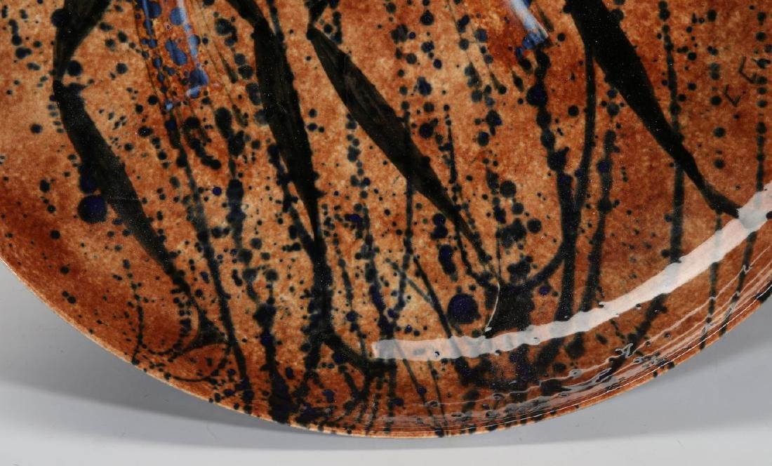 A STUDIO POTTERY CHARGER SIGNED C. CHENEY - 4