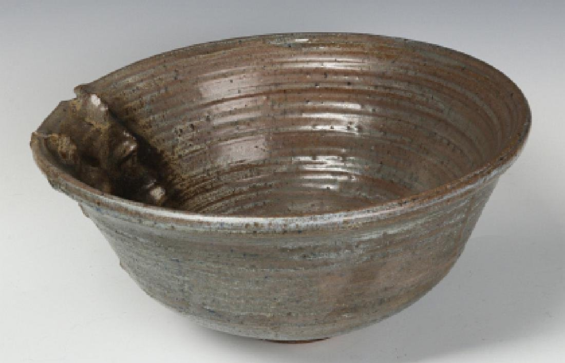 AN UNIDENTIFIED LATE 20TH C STUDIO POTTERY BOWL - 3