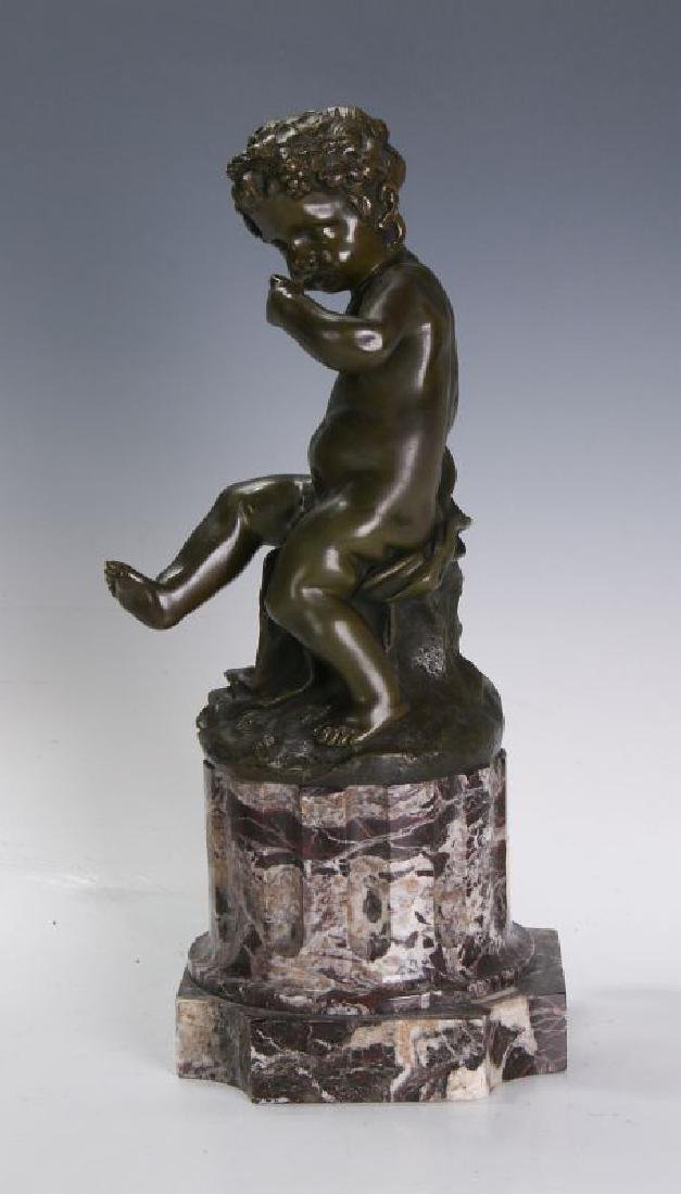 A FINE 19TH C FRENCH BRONZE PUTTO ON MARBLE COLUMN