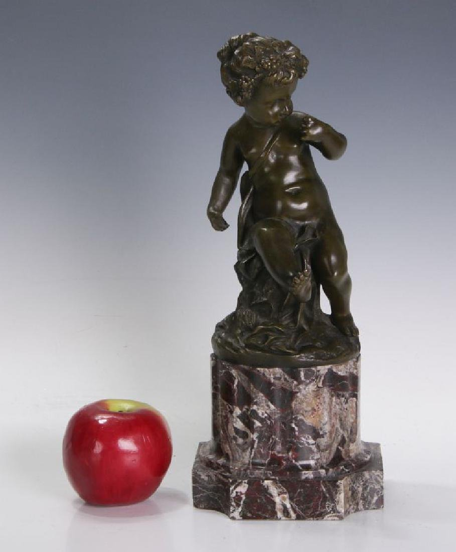 A FINE 19TH C FRENCH BRONZE PUTTO ON MARBLE COLUMN - 2