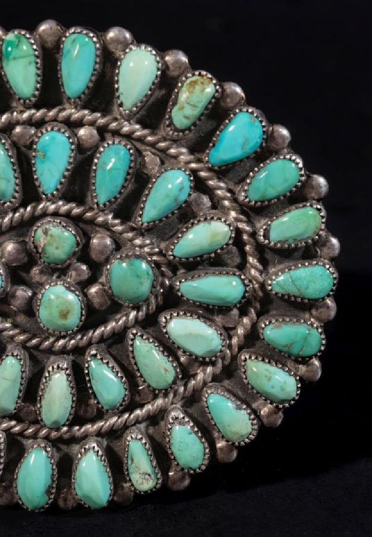 A ZUNI PETTIPOINT STERLING AND TURQUOISE BROOCH - 3