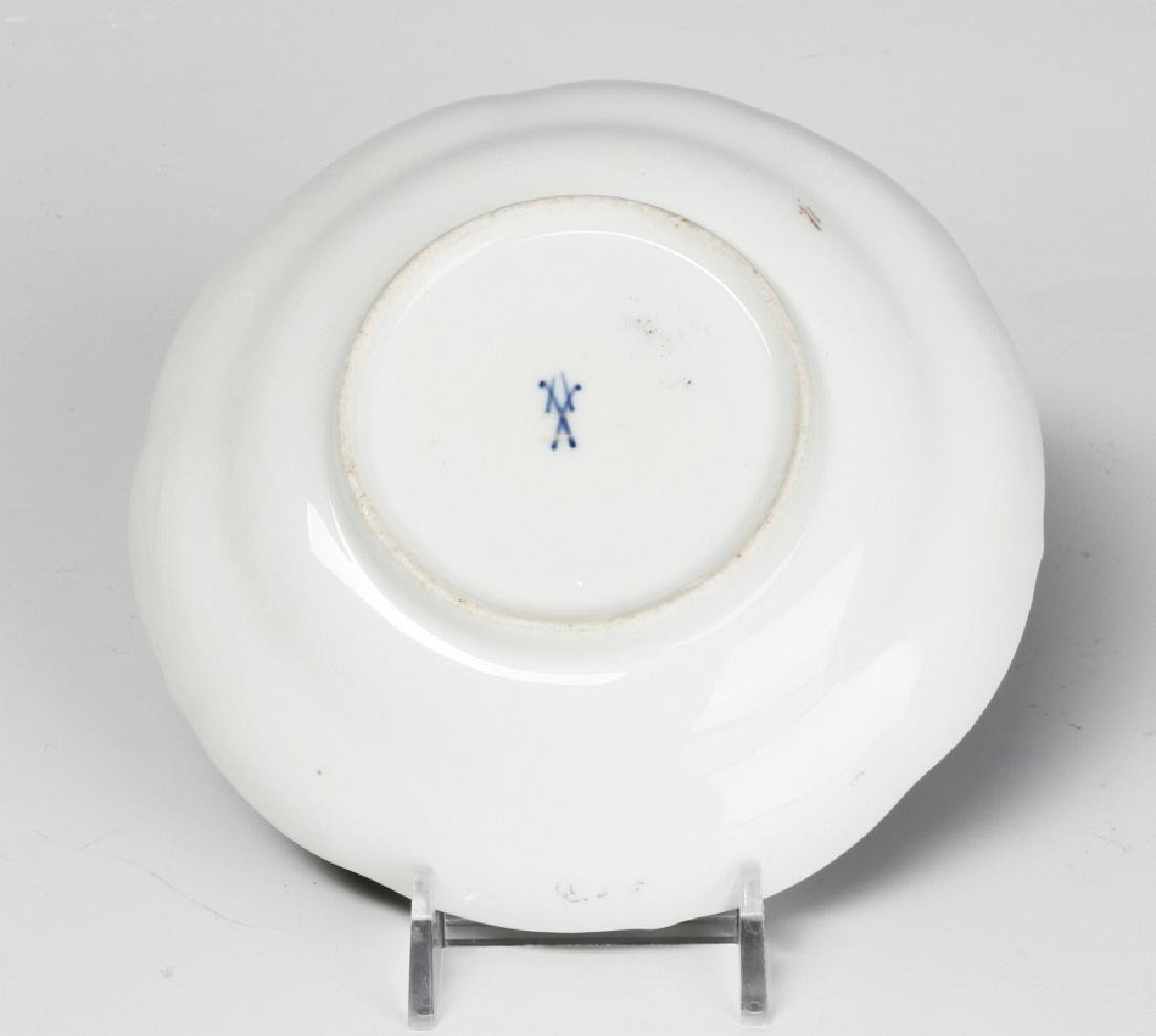 MEISSEN AND OTHER CONTINENTAL PORCELAIN ITEMS - 9