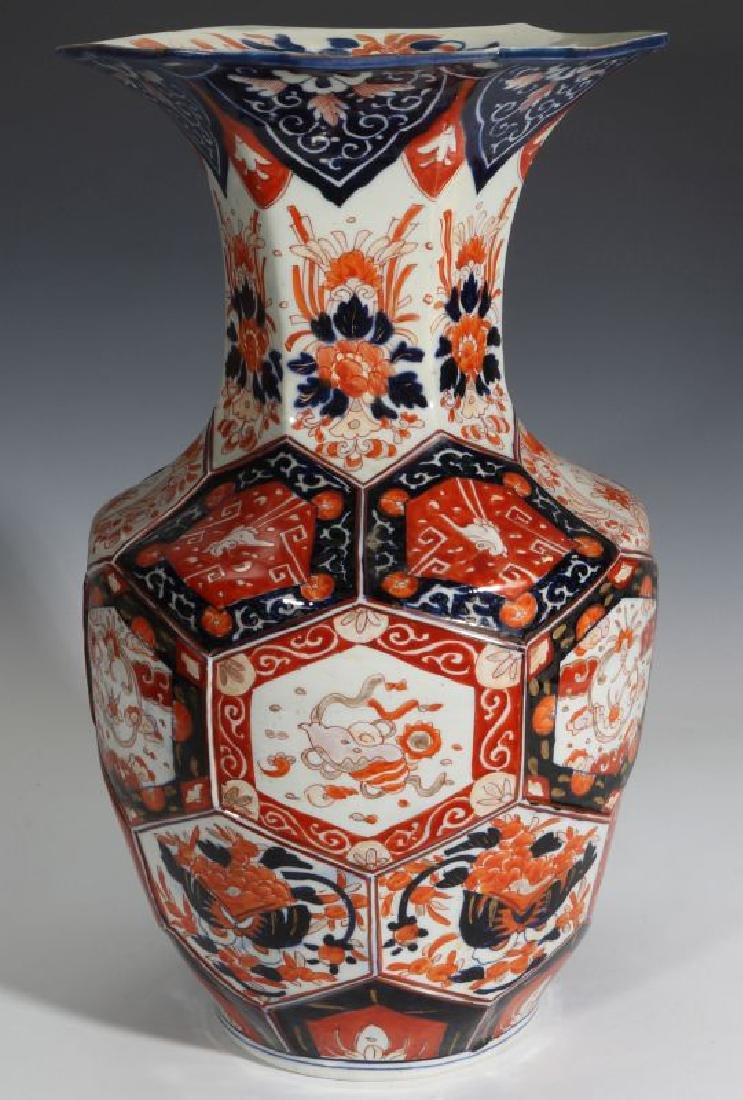 A LARGE, UNUSUAL 19TH CENT IMARI PORCELAIN VASE