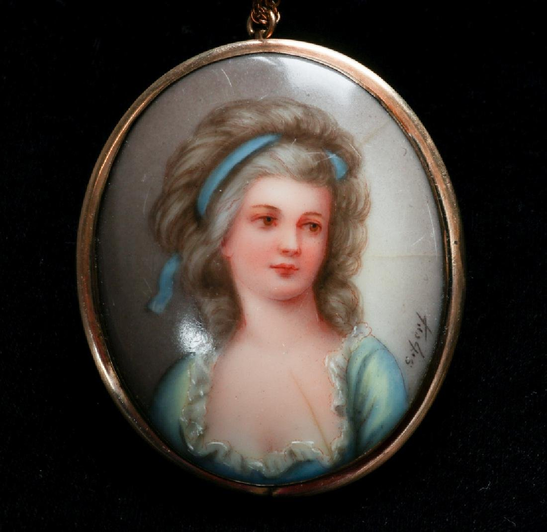 A CARVED SHELL CAMEO AND PORCELAIN PENDANT - 2