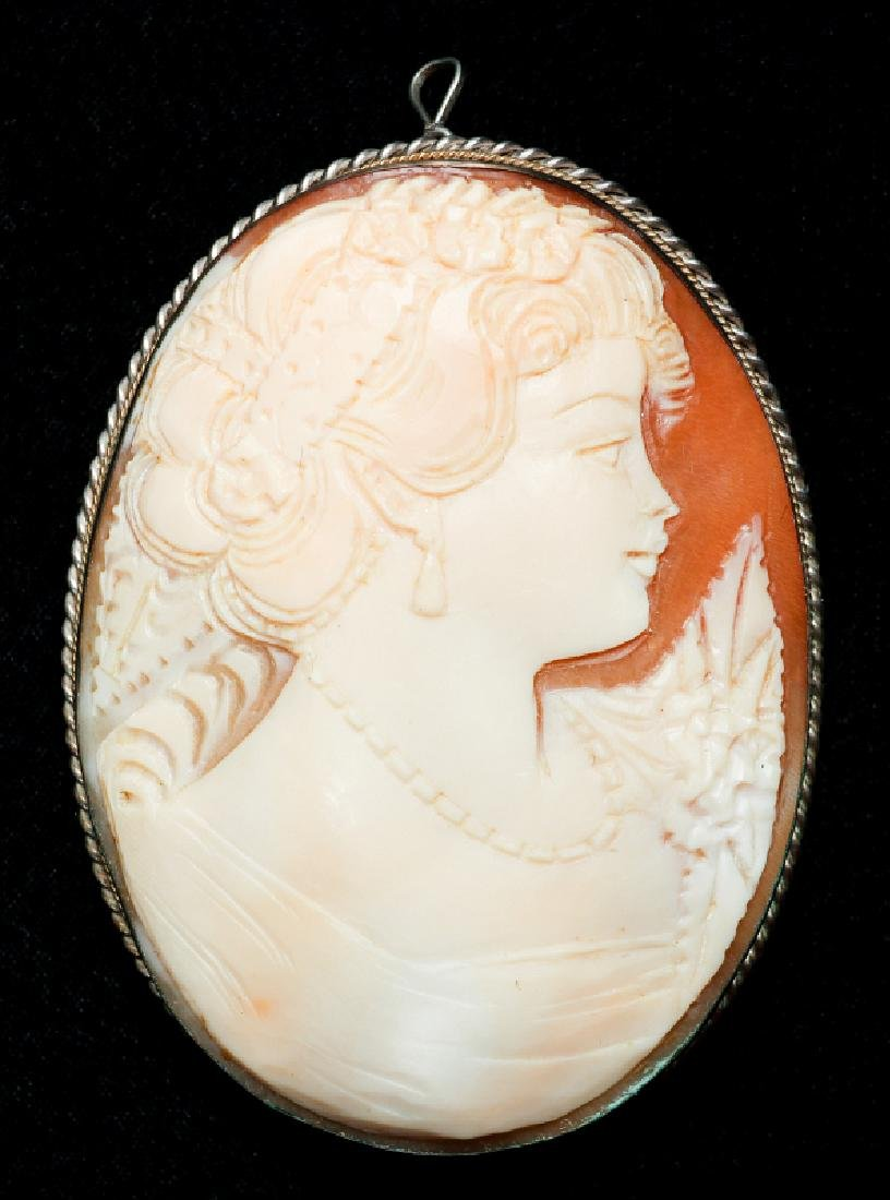 A CARVED SHELL CAMEO AND PORCELAIN PENDANT - 5