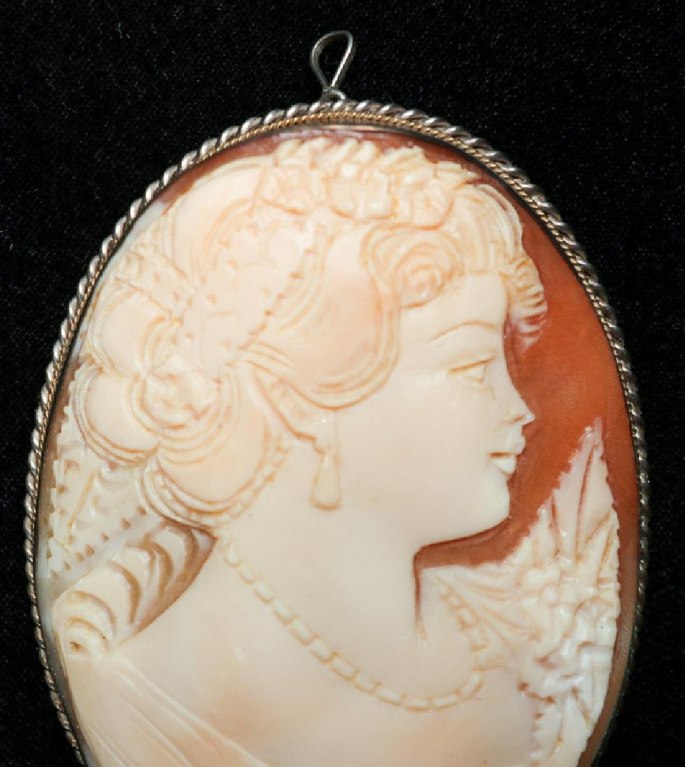 A CARVED SHELL CAMEO AND PORCELAIN PENDANT - 6
