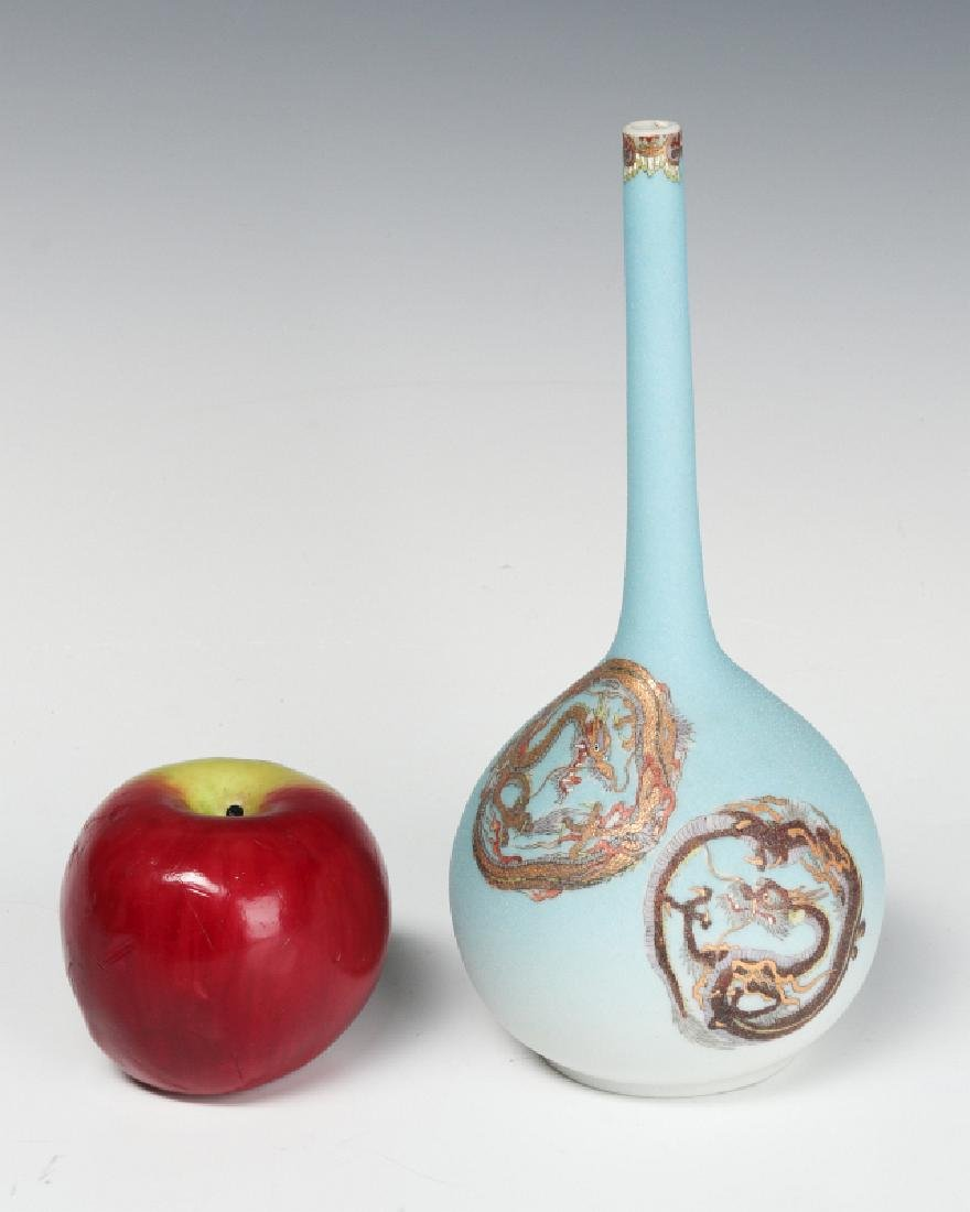 A 20TH CENTURY JAPANESE PORCELAIN STICK VASE - 6