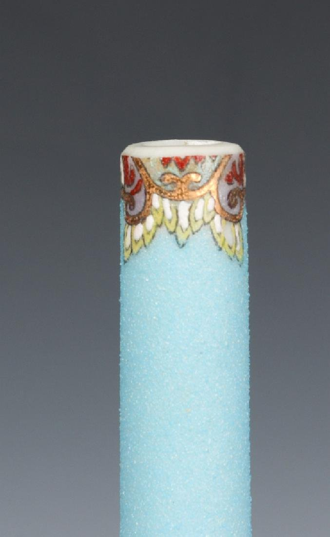 A 20TH CENTURY JAPANESE PORCELAIN STICK VASE - 7