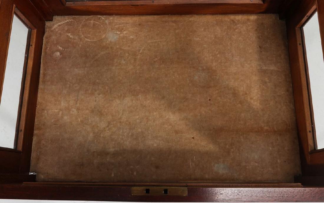 AN EARLY 20TH C MAHOGANY HEPPLEWHITE VITRINE TABLE - 7
