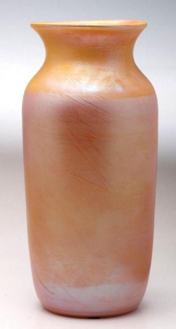 ATTRIBUTED DURAND GOLD IRIDESCENT VASE, 10 INCHES