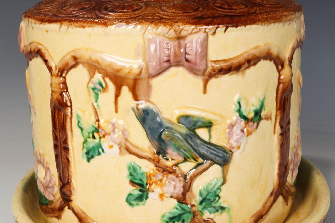A 19TH C. ENGLISH MAJOLICA POTTERY CHEESE KEEPER - 7
