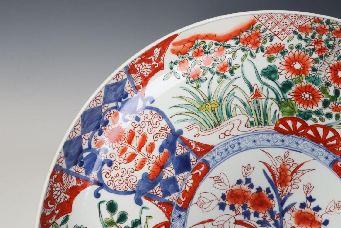 A LARGE 19TH CENTURY IMARI CHARGER - 2