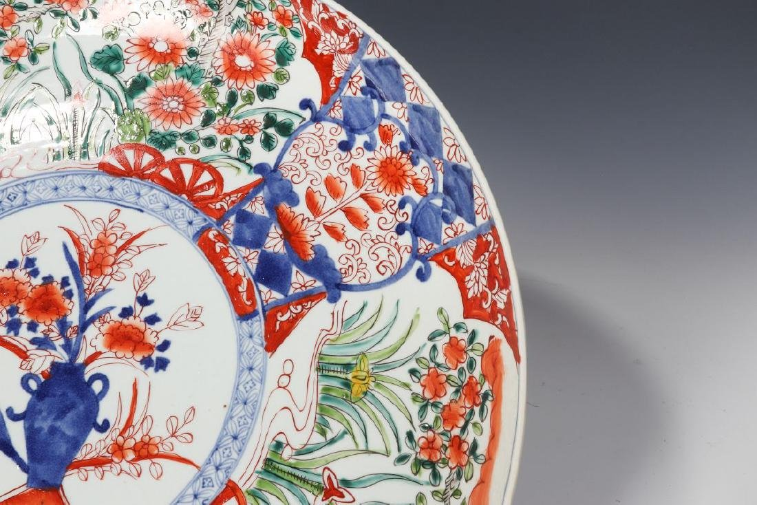 A LARGE 19TH CENTURY IMARI CHARGER - 3