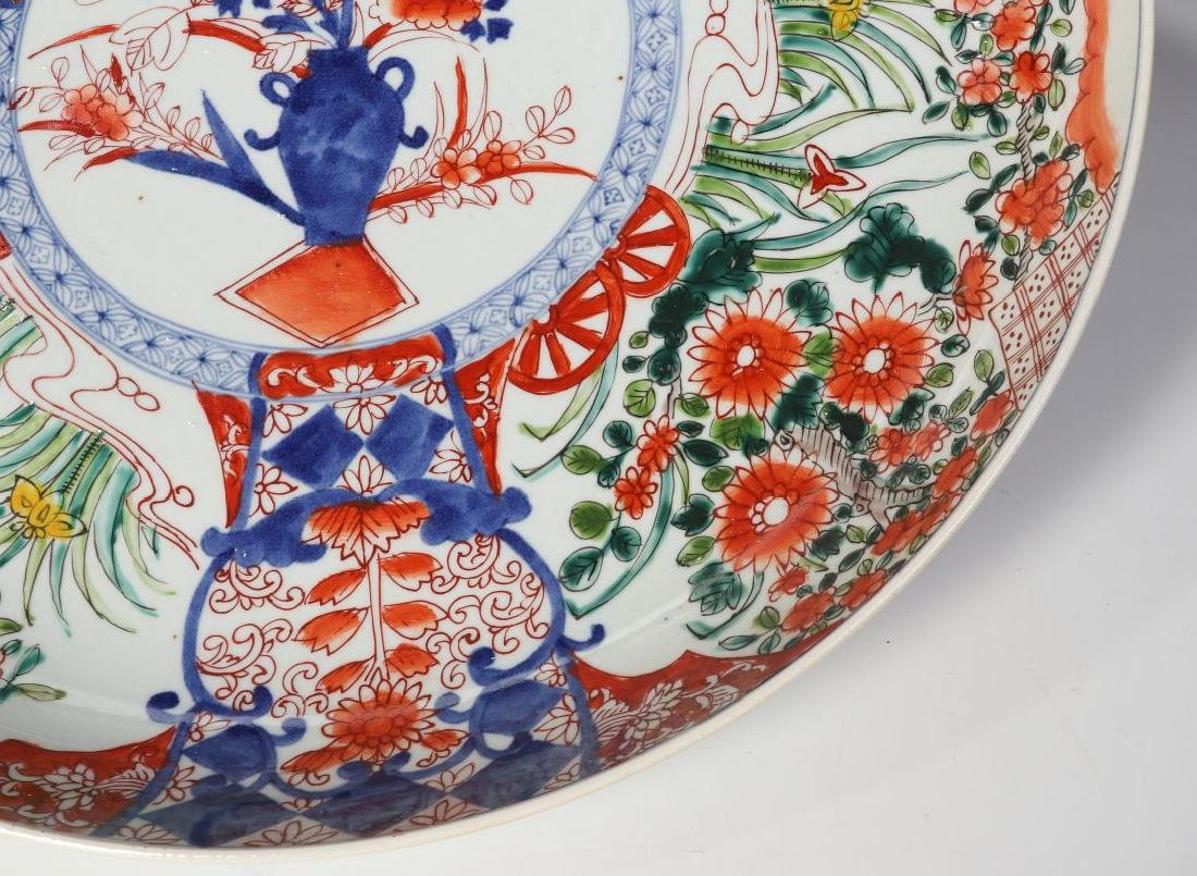 A LARGE 19TH CENTURY IMARI CHARGER - 4