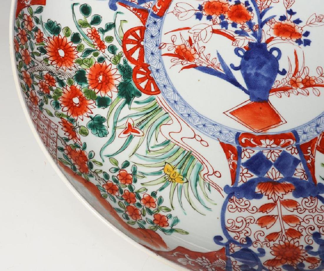 A LARGE 19TH CENTURY IMARI CHARGER - 5