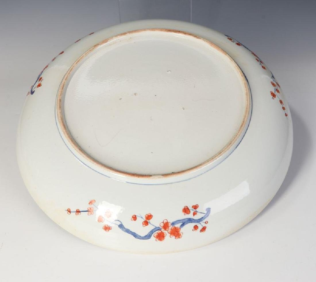 A LARGE 19TH CENTURY IMARI CHARGER - 8