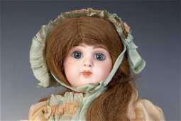 A TETE JUMEAU DOLL WITH PAPERWEIGHT EYES - C. 1907