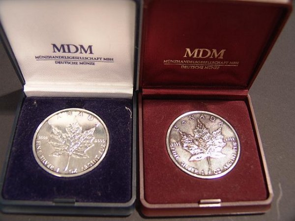 20: PAIR OF 1 OZ  SILVER CANADA MAPLE LEAF COINS