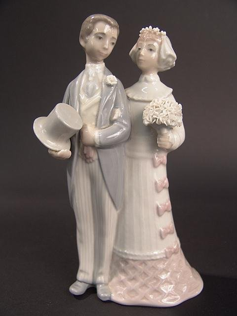 275: LLADRO BRIDE & GROOM FIGURINE