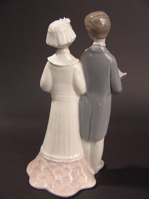 275: LLADRO BRIDE & GROOM FIGURINE - 2