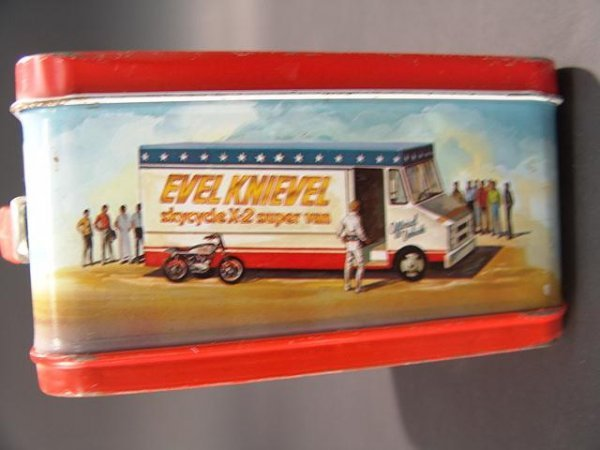 1058: VINTAGE EVEL KNIEVEL LUNCH BOX & THERMOS - 7