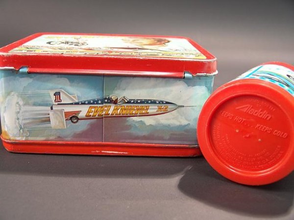 1058: VINTAGE EVEL KNIEVEL LUNCH BOX & THERMOS - 8