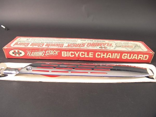 1253A: HUFFY FLAMING STACK BICYCLE CHAIN GUARD IN ORIG  - 3