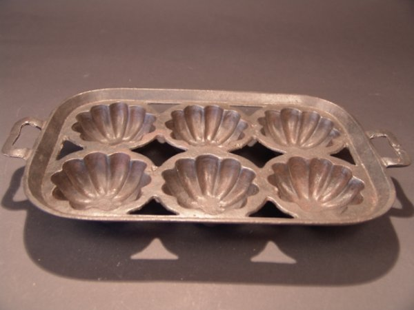 2018: EARLY 20TH CENT.CAST IRON MUFFIN PAN