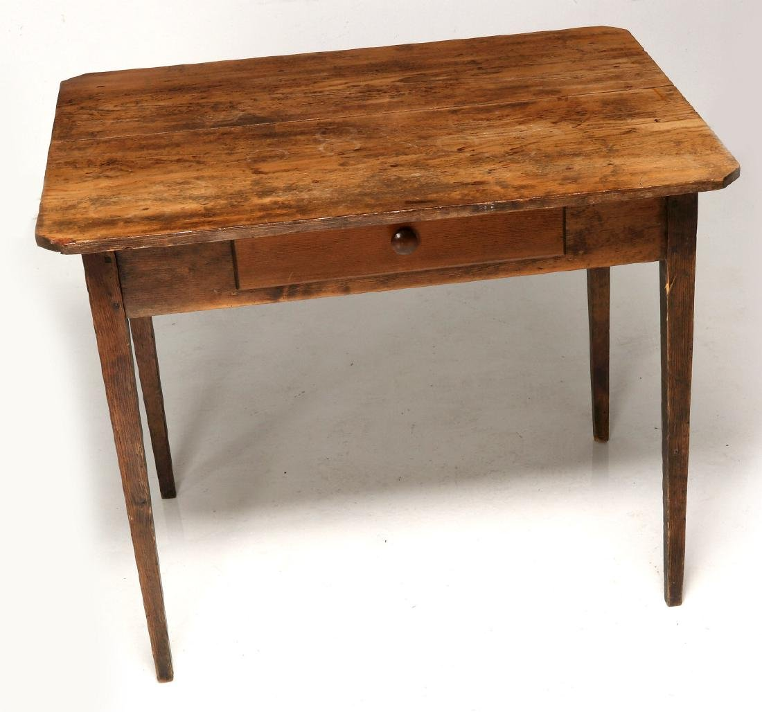 A 19TH CENTURY AMERICAN COUNTRY PINE STAND TABLE