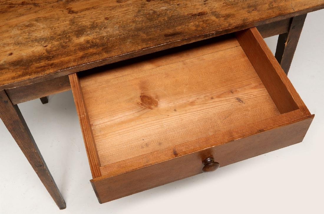 A 19TH CENTURY AMERICAN COUNTRY PINE STAND TABLE - 2