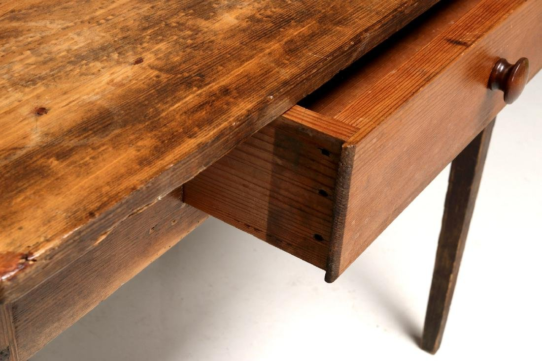 A 19TH CENTURY AMERICAN COUNTRY PINE STAND TABLE - 3