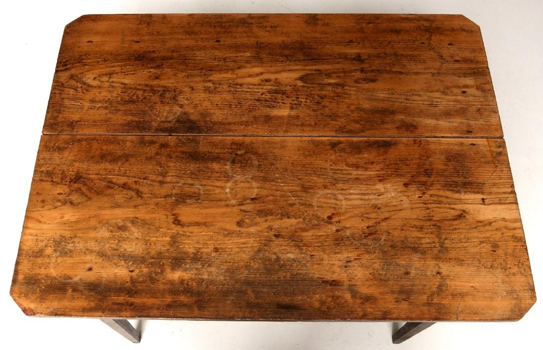 A 19TH CENTURY AMERICAN COUNTRY PINE STAND TABLE - 5