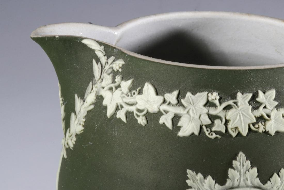 A WEDGWOOD PITCHER WITH WASHINGTON AND FRANKLIN - 2