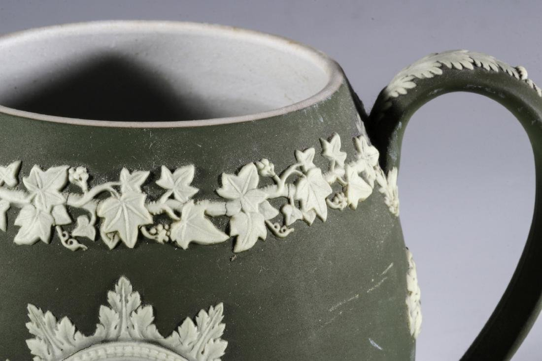 A WEDGWOOD PITCHER WITH WASHINGTON AND FRANKLIN - 3