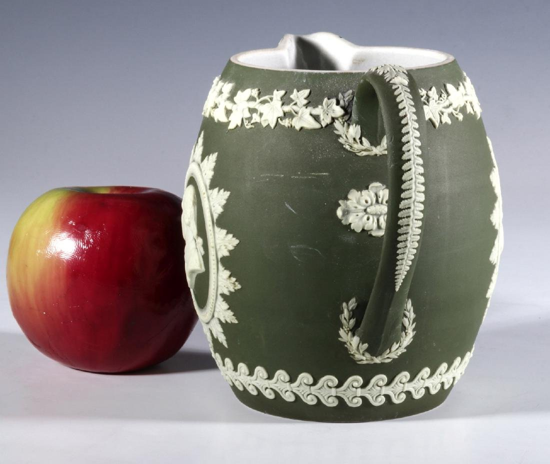 A WEDGWOOD PITCHER WITH WASHINGTON AND FRANKLIN - 5