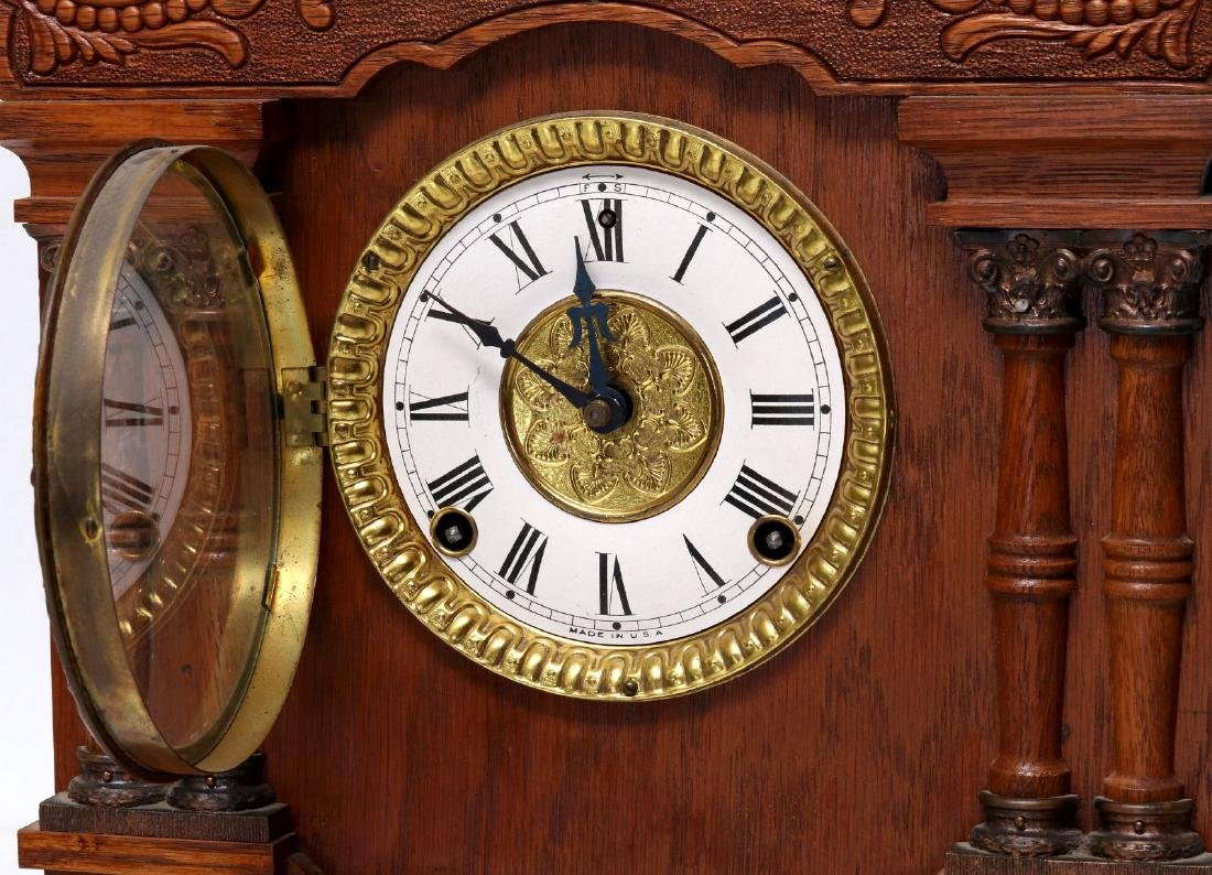 A NEW HAVEN CLOCK CO. GINGERBREAD MANTLE CLOCK - 4